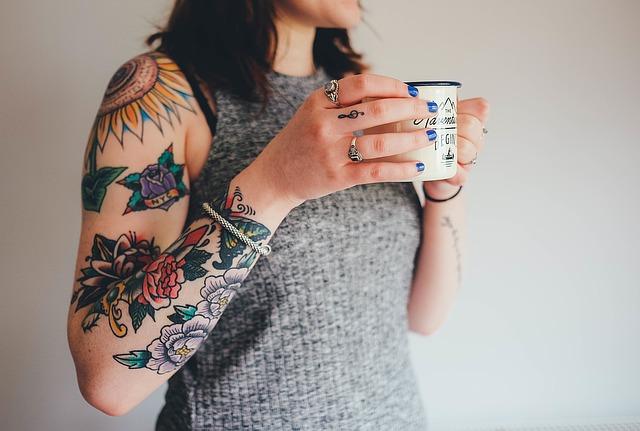 La nuova legge di Regione Lombardia su tatuaggi e piercing: consenso informato dell'utente ed altri obblighi a carico degli operatori
